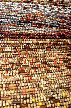 Colliers de perles en bois
